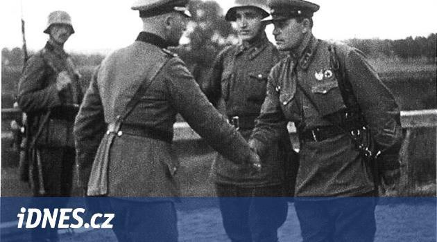 Stalin si připil na Hitlerovo zdraví. Kreml podepsal smlouvu s nacisty