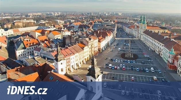 Do voleb v Hradci jde hejtman, herec, podiatr, teenageři i přeběhlíci