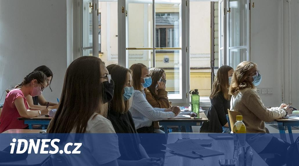 Poslanci rozhodují, zda budou moci učit i lidé bez pedagogického vzdělání