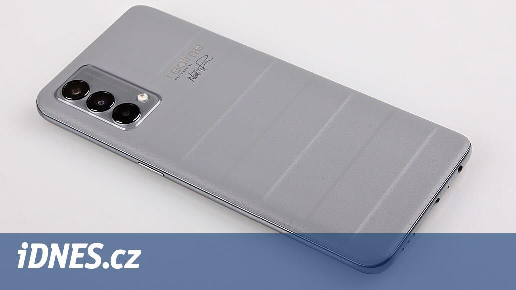 Co se vejde do smartphonového kufříku? Test Realme GT Master Edition