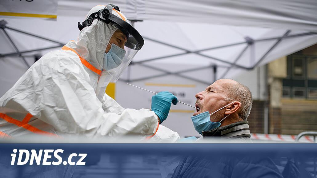 V sobotu přibylo 301 nakažených, kleslo číslo R i počet hospitalizovaných