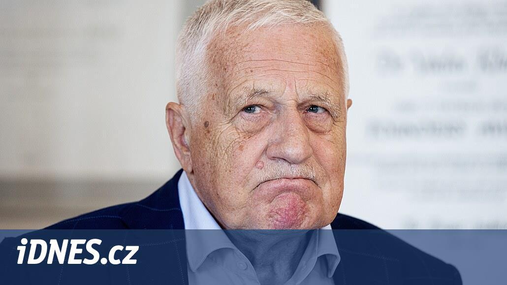 Bývalého prezidenta Klause hospitalizovali ve vojenské nemocnici