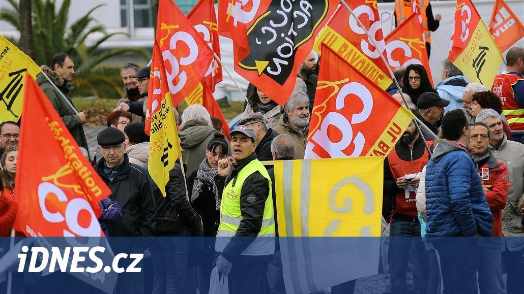 Ve Francii nejezdí vlaky, řidiči kamionů blokují silnice a zastavují Čechy