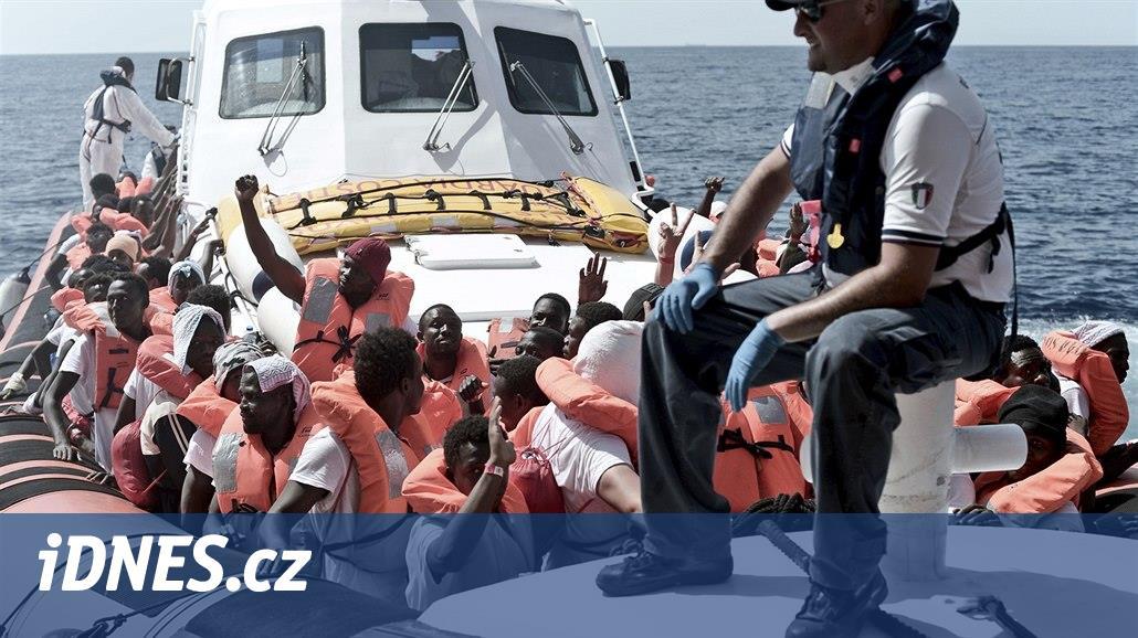 Francie pomůže Španělsku s migranty zlodi Aquarius. Část jich přijme
