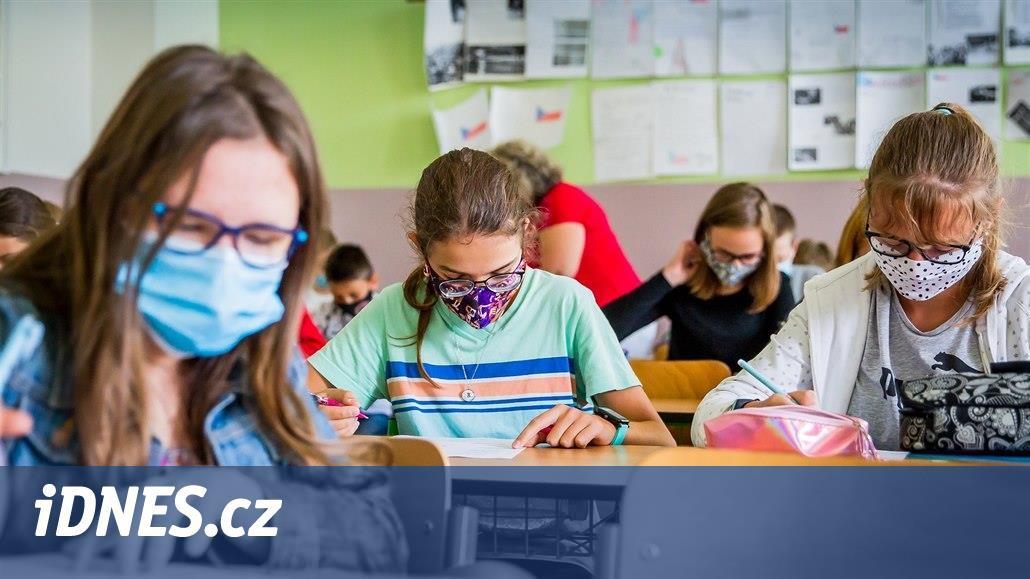 Ve škole na Děčínsku má covid přes 70 lidí, nákaza se šíří i mezi hokejisty