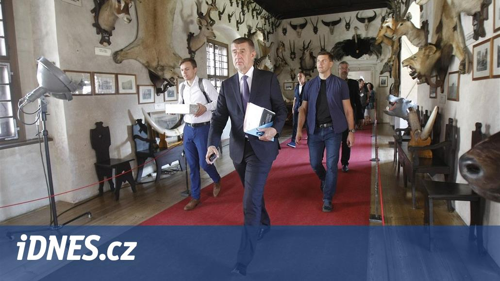 Ať nejsou turisté jen na Karlově mostě, zahájil Babiš v Telči obnovu zámků