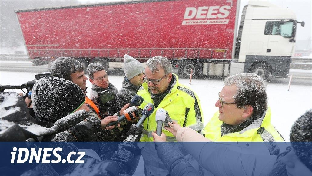Z problémového úseku D1 u Humpolce zmizí svodidla, slíbil ministr