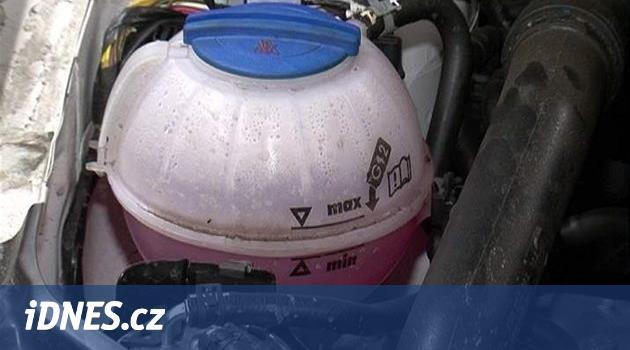 Letní horka prověřují chlazení: do vařícího motoru studená voda nepatří