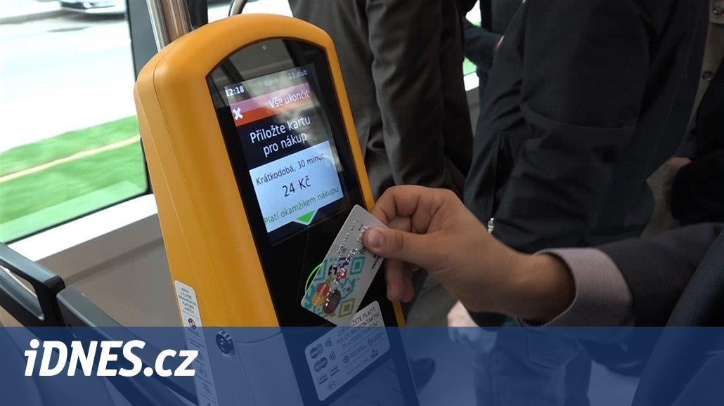V pražských tramvajích zaplatí cestující za jízdenky v roce 2019 kartou