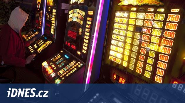 Výherních automatů rychle ubývá, na internetu se však hazardu daří