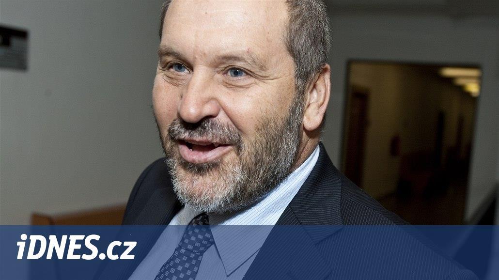 Exsenátora Nováka zadržela policie, neuspěl s odkladem vězení