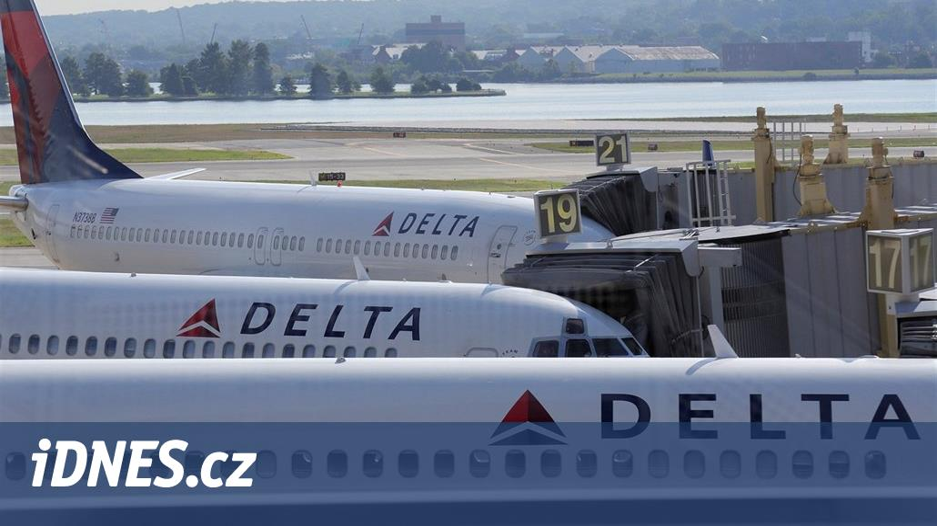 Aerolinky Delta propustily 79letou letušku, ta je zažalovala za diskriminaci