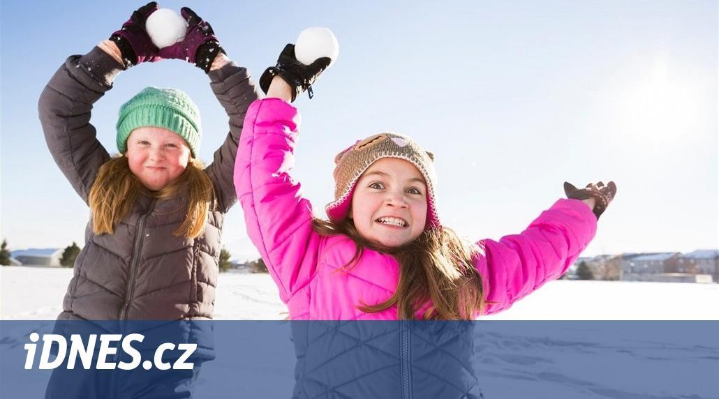 PŘÍMÝ PŘENOS: Na Letné je obrovská koulovačka, sníh dovezli z Krkonoš