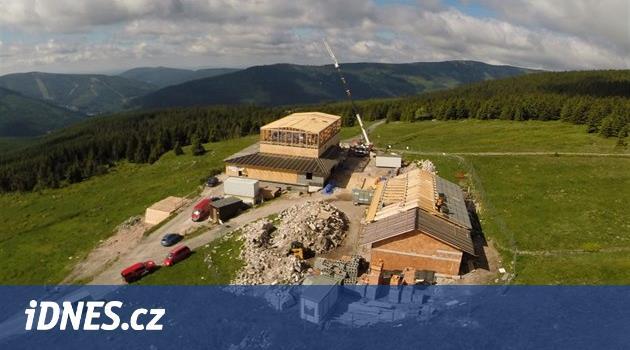 Nová Petrova bouda má nosnou konstrukci, do práce se pustili kameníci