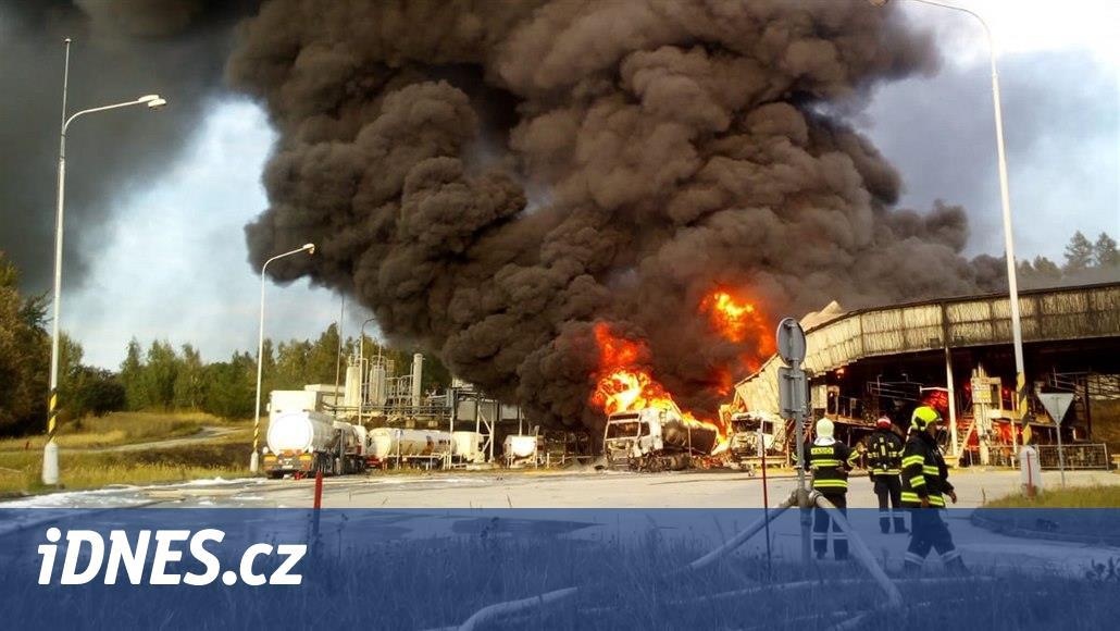Mohutný požár ve skladu paliva vznikl na cisterně zákazníka, tvrdí Čepro