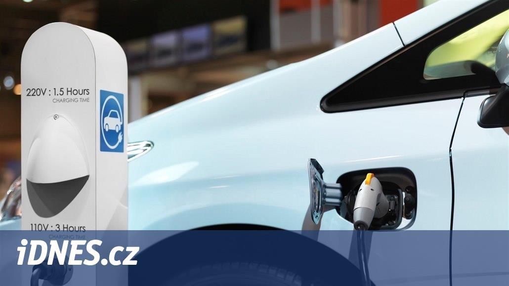 Vláda navrhla úlevy pro elektromobily, na dálnici by směly bez známky