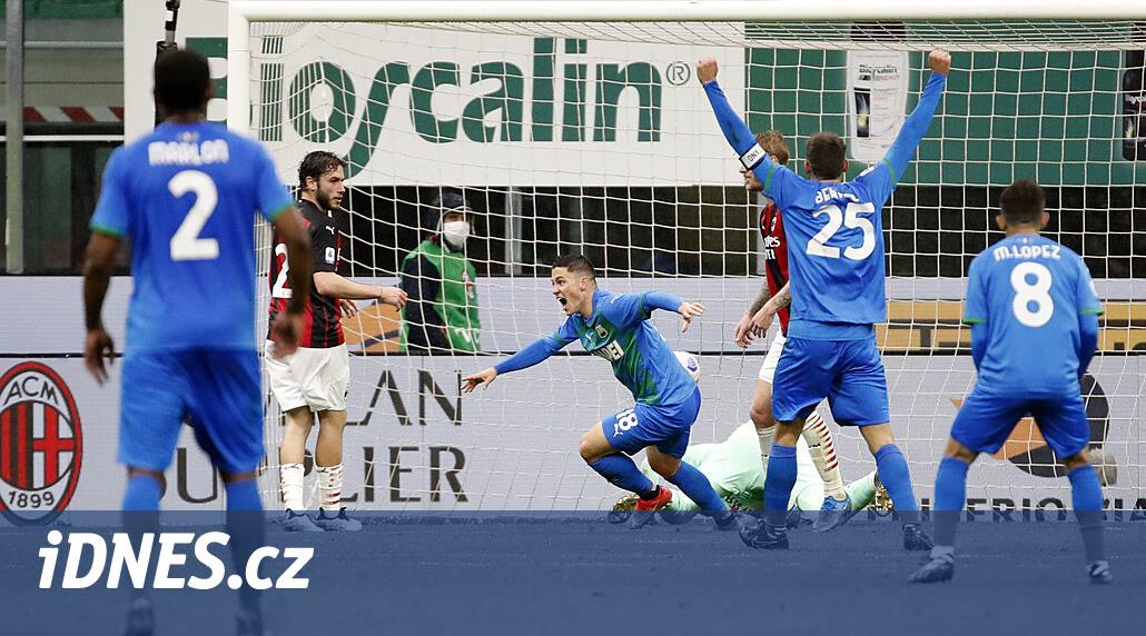 AC Milán podlehl doma Sassuolu, obrat zařídil Raspadori