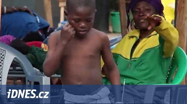 Jedenáctiletý kluk plný optimismu překonal ebolu. Tancem uhranul lékaře