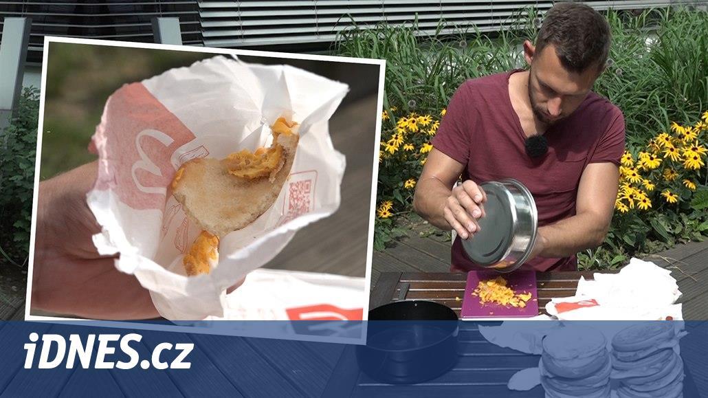 """VIDEO: Sáček ujídá toasty z """"mekáče"""". V 10 sendvičích chybí 2,5 plátku sýra"""