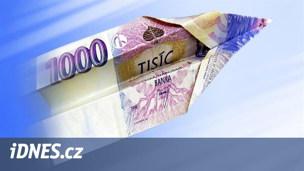 Ročně Češi na internetu utratí přes sto miliard korun. Placení se mění