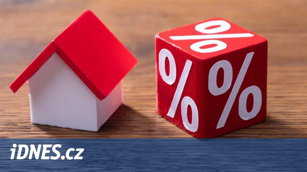 Úrokové sazby u hypoték dál padají. Sílí propad hypotečního trhu