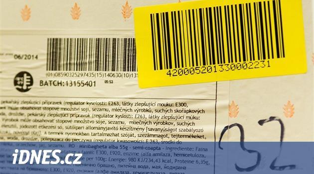 Pokladní si zlevňovaly nákupy, při markování zakrývaly čárové kódy