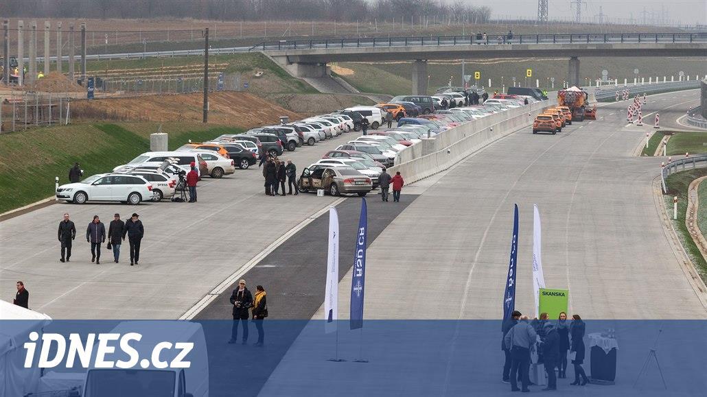 Řidiči u Přerova poprvé vjeli na nový úsek D1, otevření provázela skepse