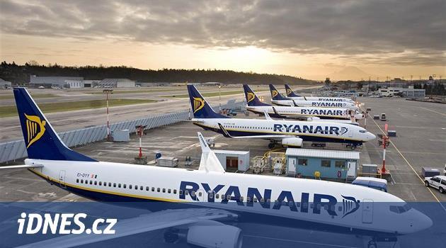 Ryanair zruší až padesát letů denně, chce zlepšit dochvilnost
