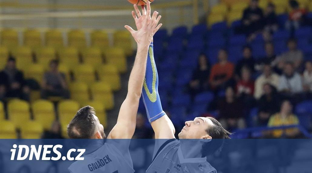 Basketbalové čtvrtfinále v Opavě se nedohrálo pro inzultaci rozhodčího