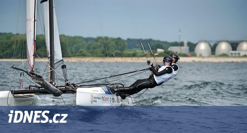Český jachtařský tým reprezentují i Michal Koštýř (17) a Klára