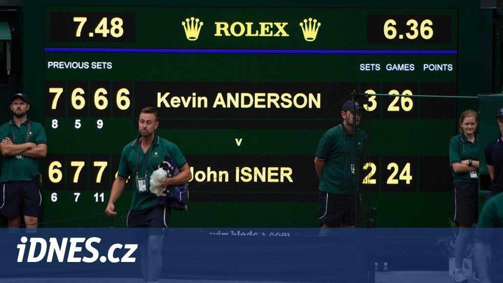 Ve Wimbledonu mu letos ještě stav kyčlí nedovolil naskočit, a