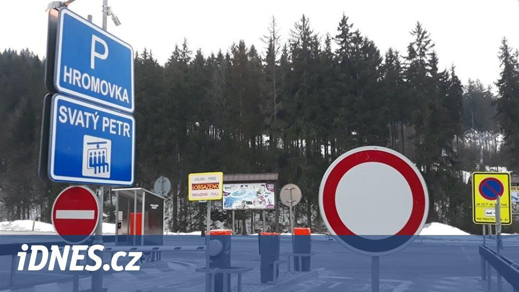 Přijeďte jindy, žádají obce východních Krkonoš. Parkoviště jsou zavřená
