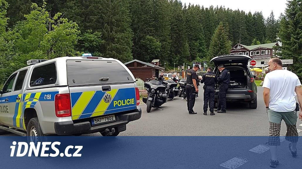 Za vjezd do Obřího dolu dostalo devět motorkářů pokutu dvacet tisíc