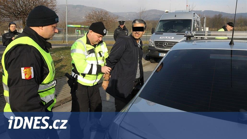 Celníci na D1 zastavili auto bez známky, uvnitř našli uprchlíky s dítětem