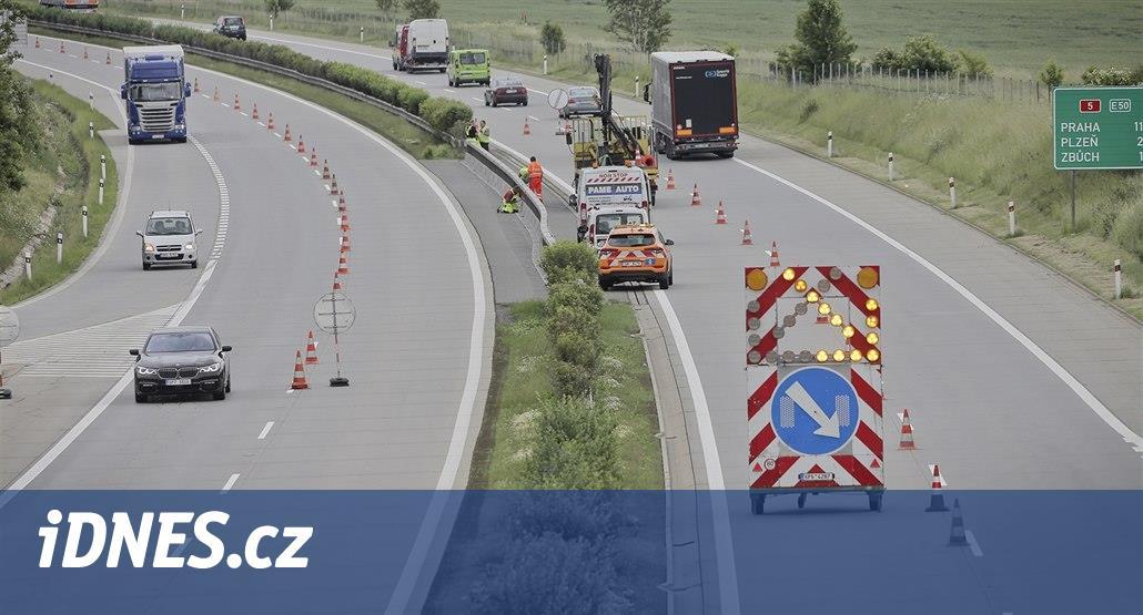 Řidiče čeká na dálnici D5 u Rokycan omezení kvůli opravě dělicího pásu