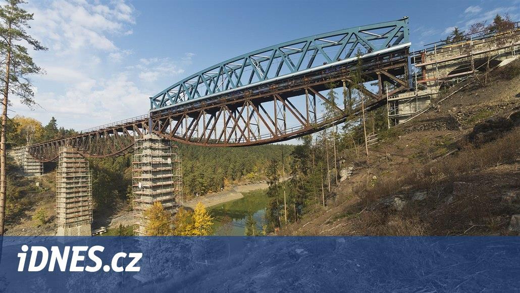 Most nad přehradou dostává nové oblouky, staré skončí ve šrotu