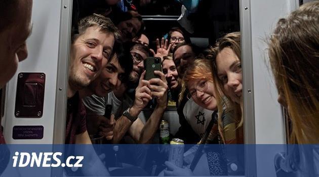 Novoroční expedice vlakem po Ukrajině: vyhořelá sauna i vodka s chilli