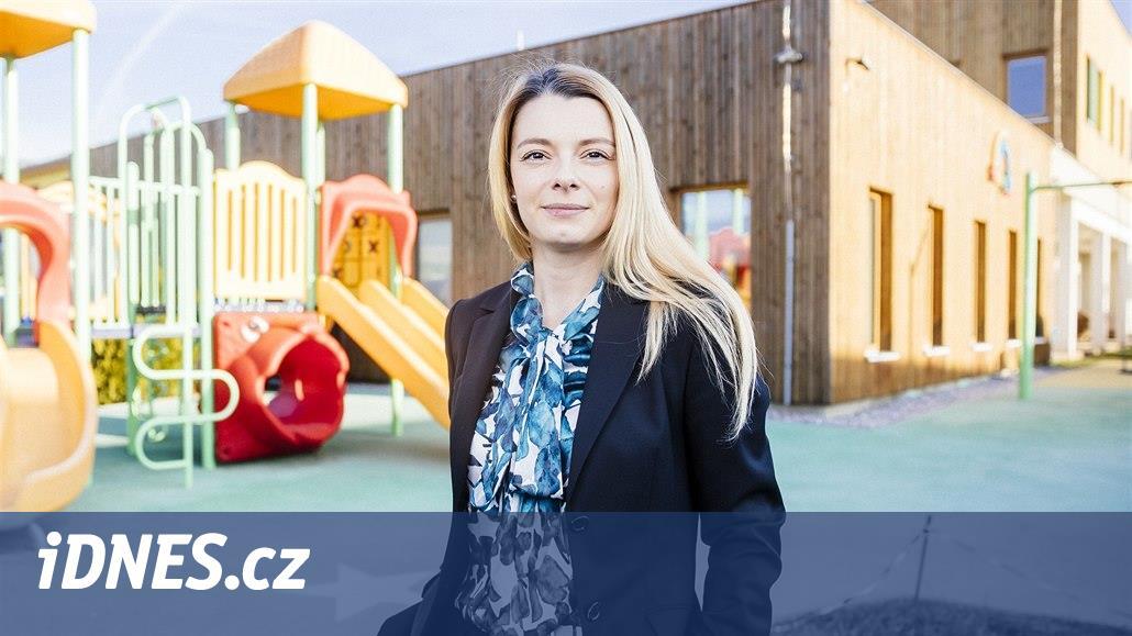 Odvážná učitelka má vlastní školu i školku