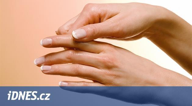 Krém stále u sebe a jednou týdně peeling. Víte, jak pečovat o ruce?