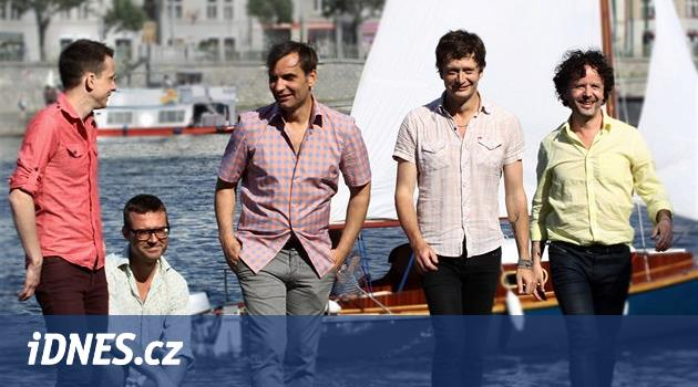 """VIDEO  Mig 21 mají platinu za šest tisíc a v klipu """"štěstí jako kráva"""" -  iDNES.cz 7cb39d4414a"""