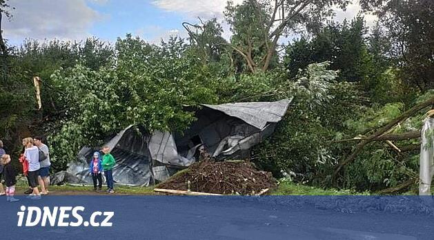 Východem Slovenska se prohnalo tornádo, zničilo několik domů