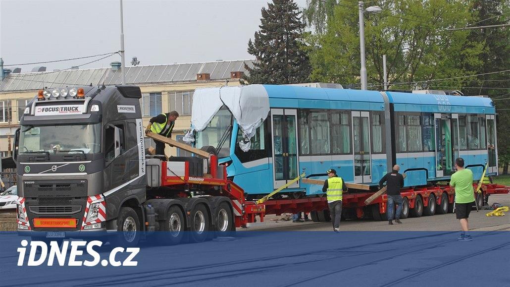 Ostravané zatím marně vyhlížejí v ulicích nové tramvaje od Stadlera