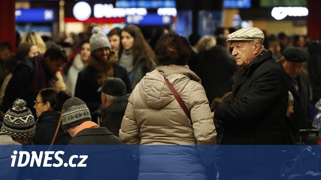 Kvůli porouchané troleji nevyjelo v Praze ráno několik vlaků
