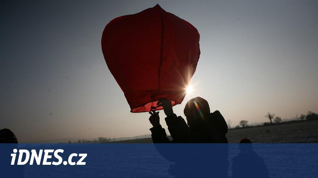 Praha v nové vyhlášce o pyrotechnice zakáže i vypouštění lampionů štěstí